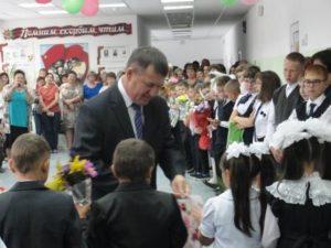 Поздравление первоклассников председателем СПК Минеева Ю.В.